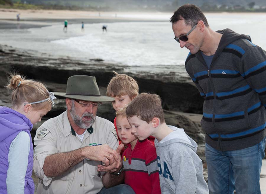 Rockpool Ramble - Ranger Gary Summers with Richard Di Natale and kids